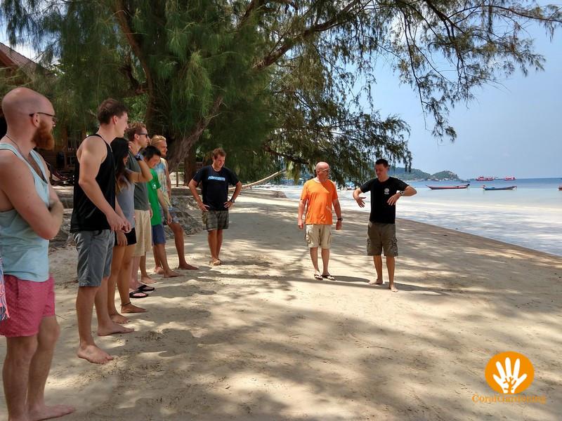 IDC oefeningen op het strand.