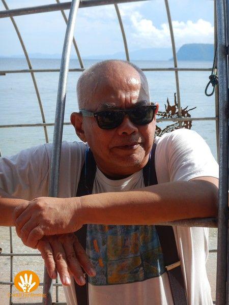 De beroemde Indonesische kunstenaar Teguh Ostenrik, die de Domus Hippocampi ontworpen heeft.
