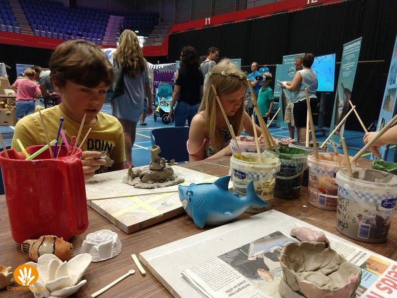 Kinderen vermaakte zich prima tijdens de workshop Koraal Tuinieren.
