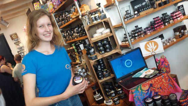 Esmee vertelt over CoralGardening in de Lush winkel in Den Bosch