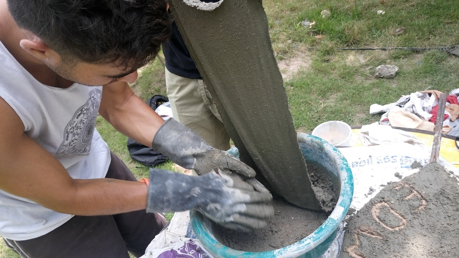 Concrete mache method to cover a leaf.